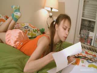 Ljubko prijateljica doing umazano homework