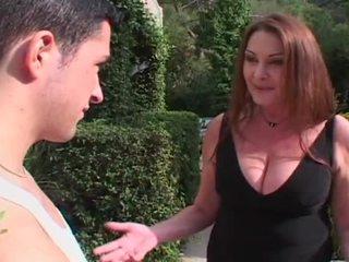 امرأة سمراء, ديك كبيرة, كبير الثدي