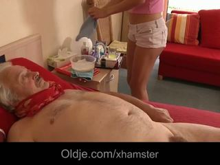 Küntije şepagat uýasy takes advantage of sick old man sikiş