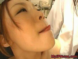 Nešvankus azijietiškas seselė likes seksas