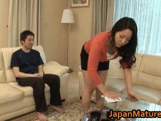 Gorące azjatyckie mamuśka z duży cycki