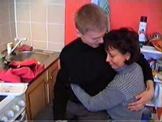 Mamma shows henne sons venn hva sant sex er som