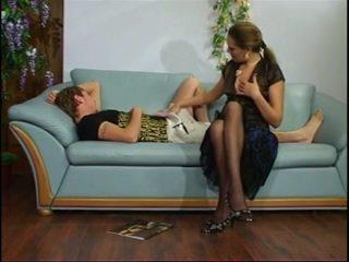 Penis di belahan dada dewasa tante dengan muda laki-laki.