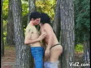 تي فتاة عاهرة مارس الجنس في ال woods