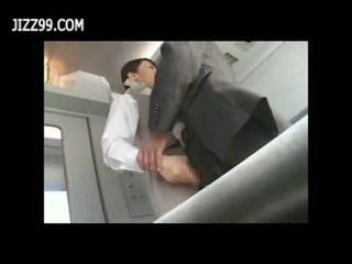 Sexy treno cameriera scopata con passenger