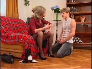 Ρωσικό μητέρα που θα ήθελα να γαμήσω dominates νέος guy