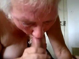 Perempuan tua mengisap muda kontol dan mendapatkan air mani di mulut