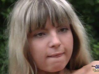 Nuori blondi anaali injected mukaan an vanha gardner
