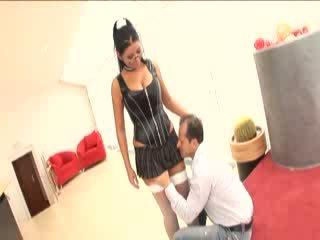 Angelika modèles son nouveau talons puis gets baisée wearing bas