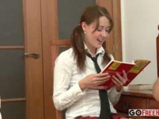 Xenia mokykla mergaitė