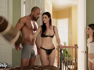 India tomus shares daddys gotak with step-daughter
