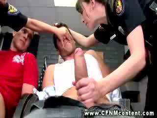 Oděná žena nahý mužské policejní cops are sání cocks