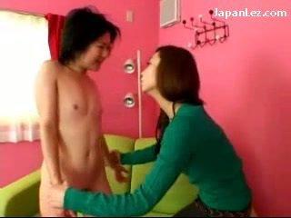Asiatico ragazza con no tette getting suo capezzoli tortured slapped a faccia sputo a bocca