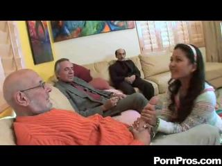 Amatir mengisap multiple dicks
