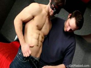 Fellow drops його сперма над сам 1 по gotmasked