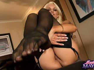Monica mayhem acquires cô ấy tay busy working trên cô ấy trickling nóng âm hộ