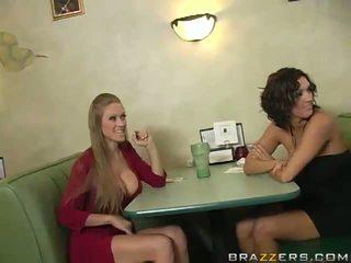 Abby rode এবং dylan ryder প্রলোভিত একটি waiter এবং ভাগাভাগি তার python