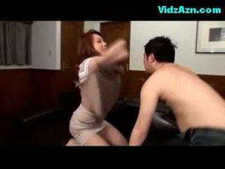 Bystiga flicka getting henne tuttarna rubbed fittor licked fingered på