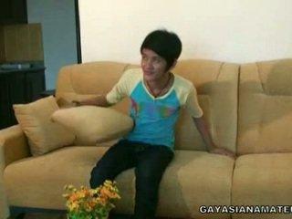 Homosexual الآسيوية طرفة عين strikes ل pose