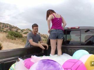 Hitchhiker having õues seks sisse the tagasi kohta the auto