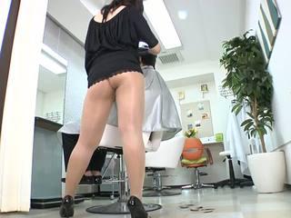 Reiko nakamori sexy barber în ciorapi