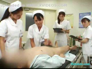 4 nurses giving runkkaus ja suihinotto varten potilas kumulat kohteeseen suu