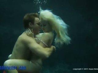 Whitney taylor - po vandeniu seksas