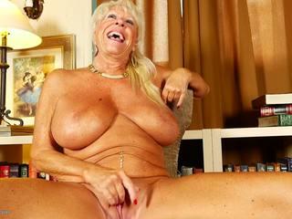 Super gilf s velika prsi in seksi milf, porno c2