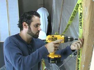 Construction dělník takes a přestávka na beat pryč