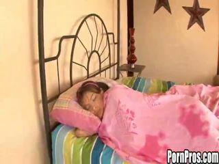 Panas muda perempuan violated dalam tidur