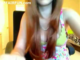 19yo em wig strips e dances em câmara