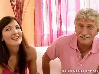 Senelis ir paauglys beauty enjoying karštas seksas