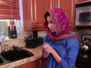 Arab วัยรุ่น ada gets a warm หี cream