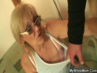 vecmāmiņa, titty fuck, virtuve