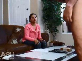 Sirvienta entrevista dickflash real mujer vestida hombre desnudo