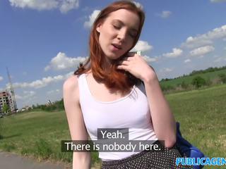 Publicagent sexy roscata student inpulit de la în spatele pe o hill