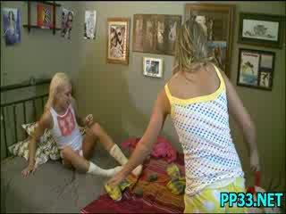 Slutty 단 소녀 meets 얼굴 에 얼굴