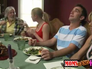 Ģimene dinner ģimene sekss ar kristal summers