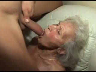 Pétée la granny's poilu chatte