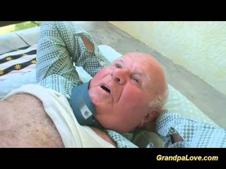 Blondinke bejba fukanje an old guy