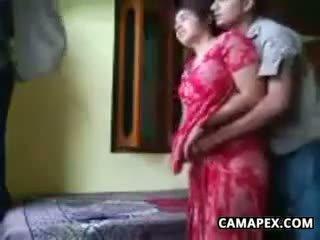 Terangsang india pasangan hubungan intim