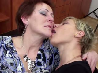 Stepmother fucked i pissed na przez two daughters: porno f9