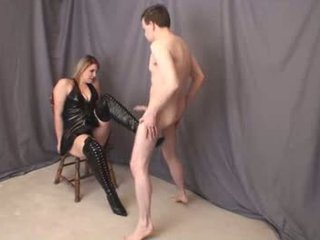 Jenna thigh haut boot ballbusting plein