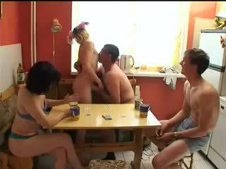 الروسية swingers لعب قطاع لعبة البوكر.