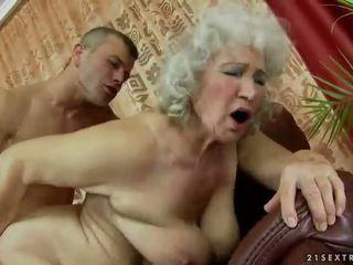 Karvane granny getting perses raske