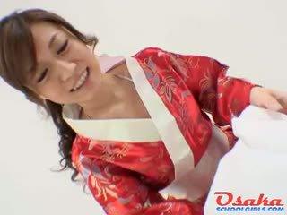 Geisha gives একটি রাজকীয় কঠিন পরিশ্রম