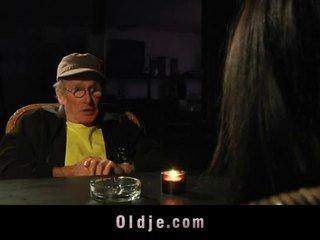 Vanha mies got blind päivämäärä kanssa nuori tyttö