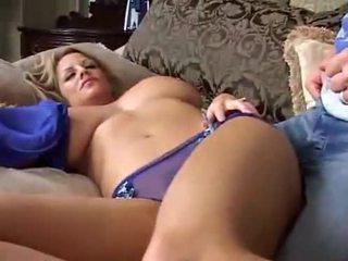 Ngủ to breasted mẹ tôi đã muốn fuck