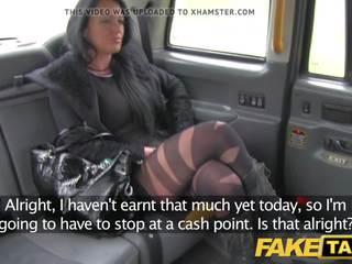 Fake taxi miestnej eskorta fucks taxi človek na ju spôsob na a