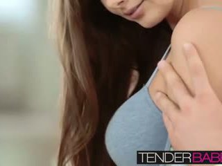 Pechugona connie carter enjoying un steamy joder en todo posiciones